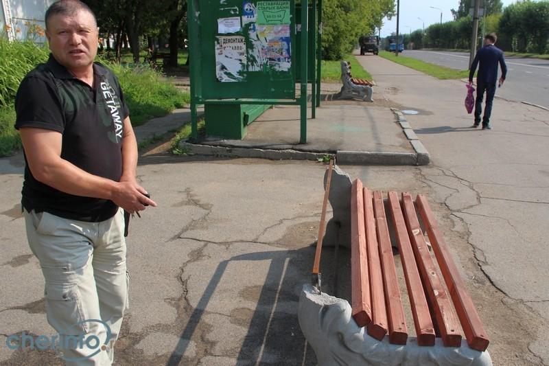 Вандалы сломали почти сотню новых антивандальных скамеек в Череповце
