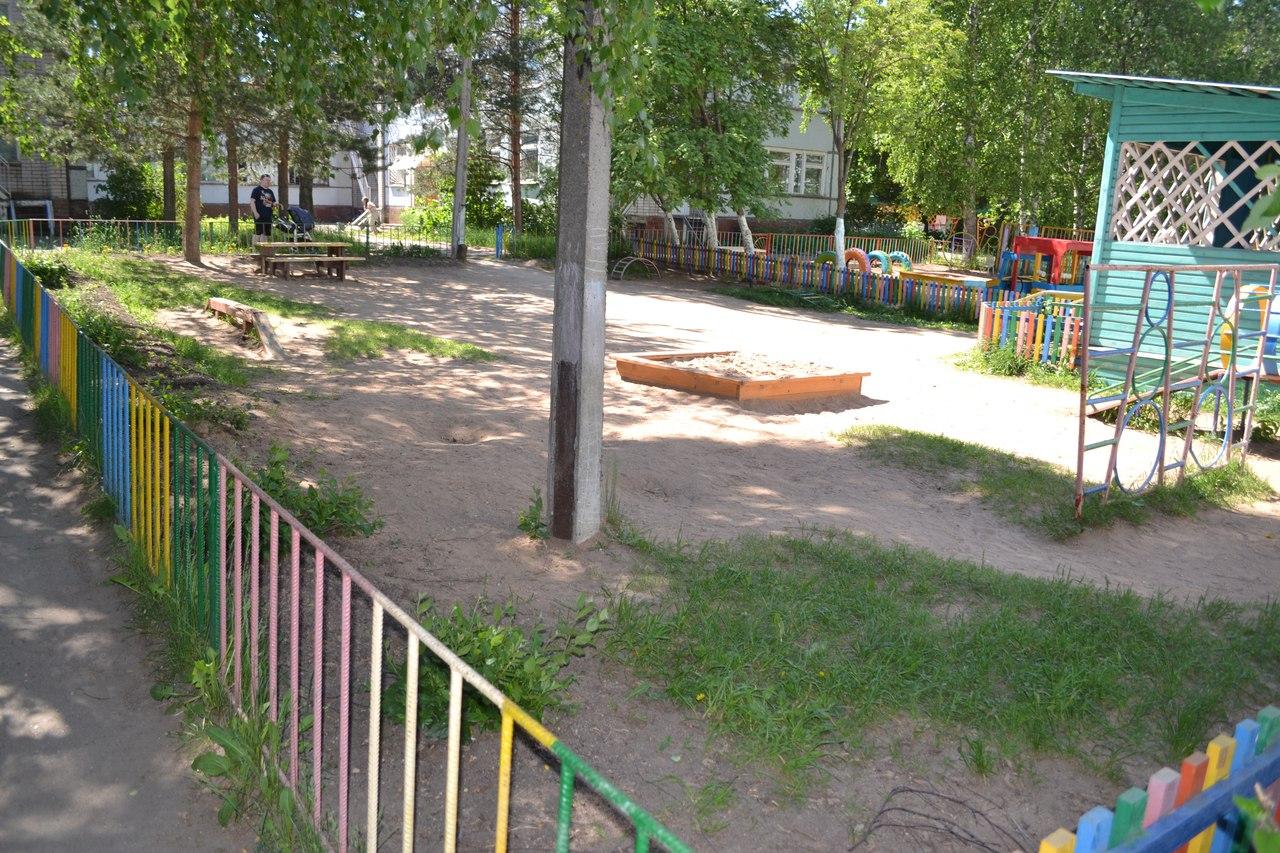 В Вологде 5-летняя девочка во время прогулки в детсаду упала с двухметровой высоты