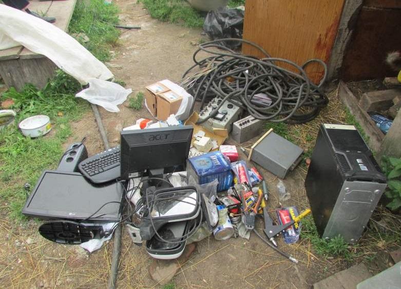 В Вологодском районе полицейские обнаружили склад с крадеными вещами