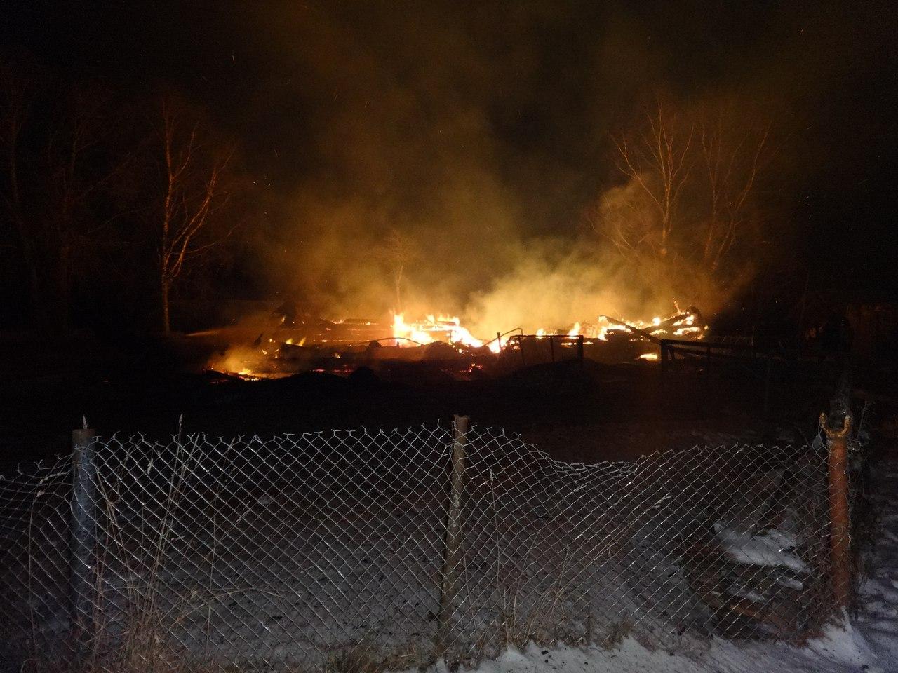 В Нюксенском районе семье пришлось выпрыгивать из окон горящего дома