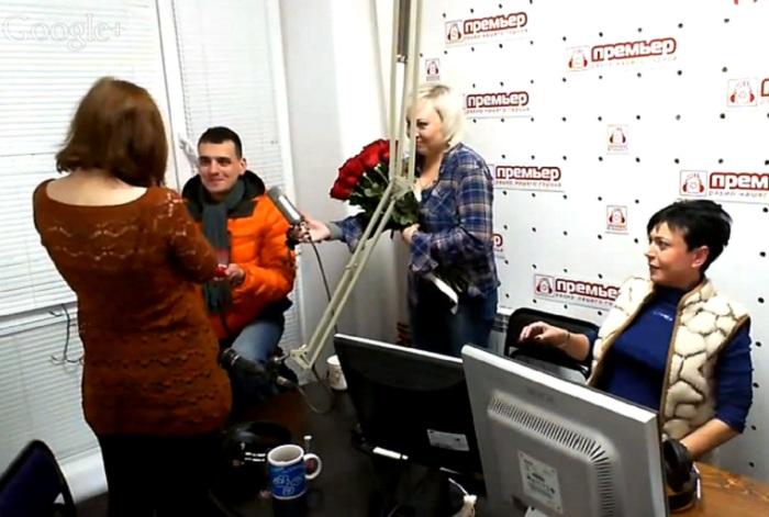 Вологжанин залез в радиостудию через окно, чтобы сделать предложение своей девушке