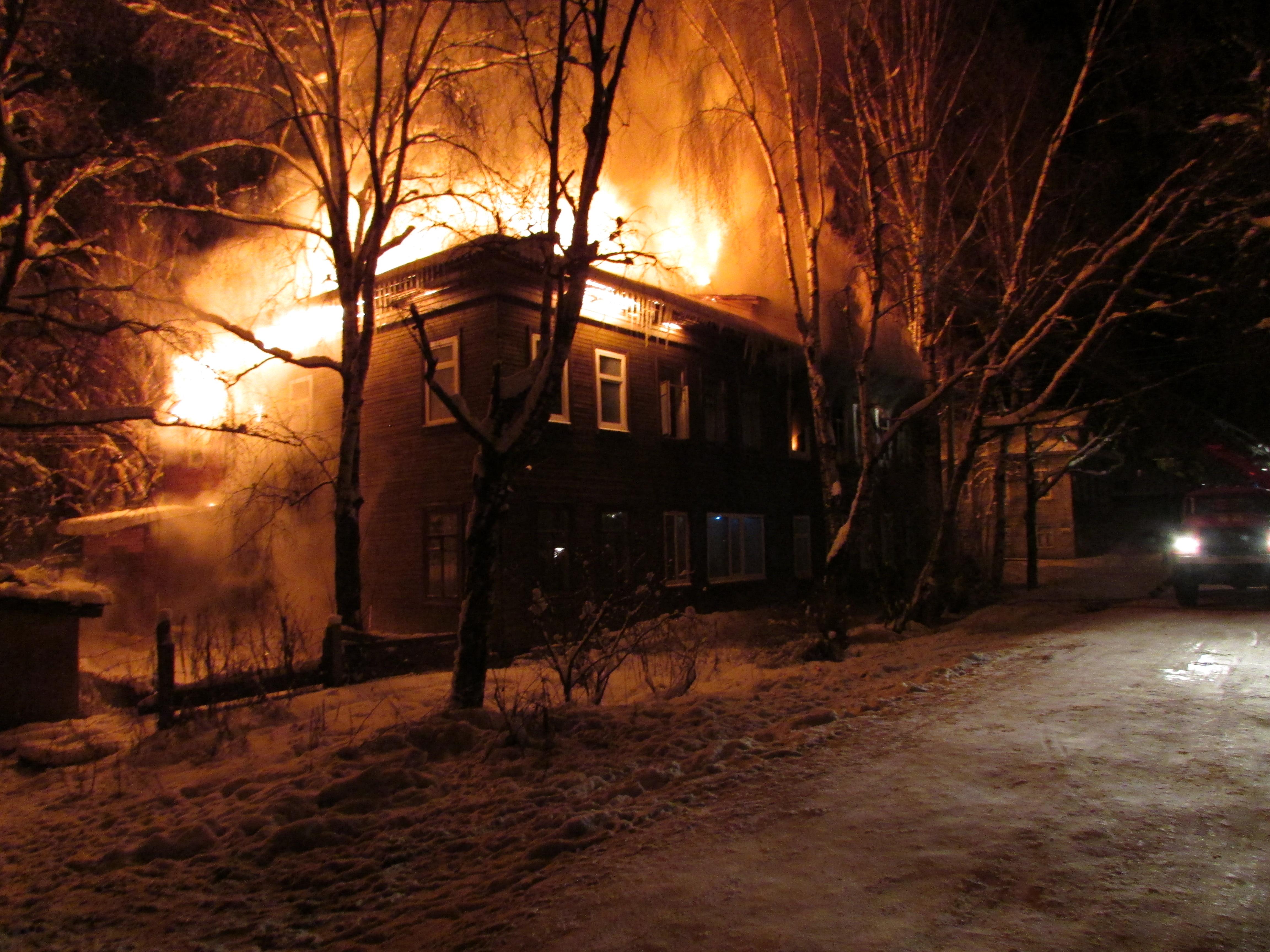 Вологодский полицейский находится в реанимации после пожара в своём доме
