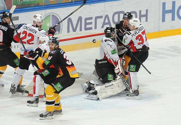 Хоккеисты «Северстали» уступили омскому «Авангарду»