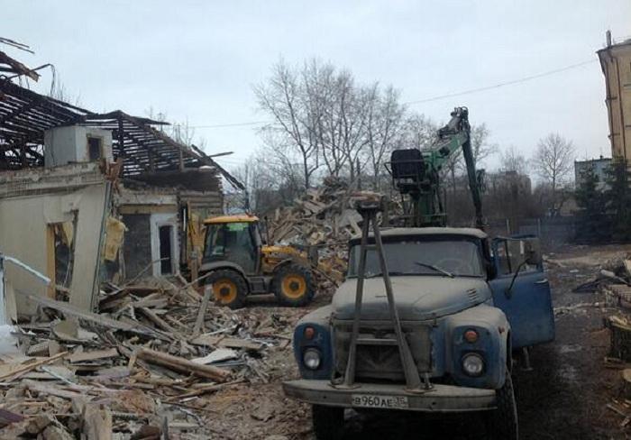 Полиция в Вологде не смогла остановить незаконный снос старинного дома