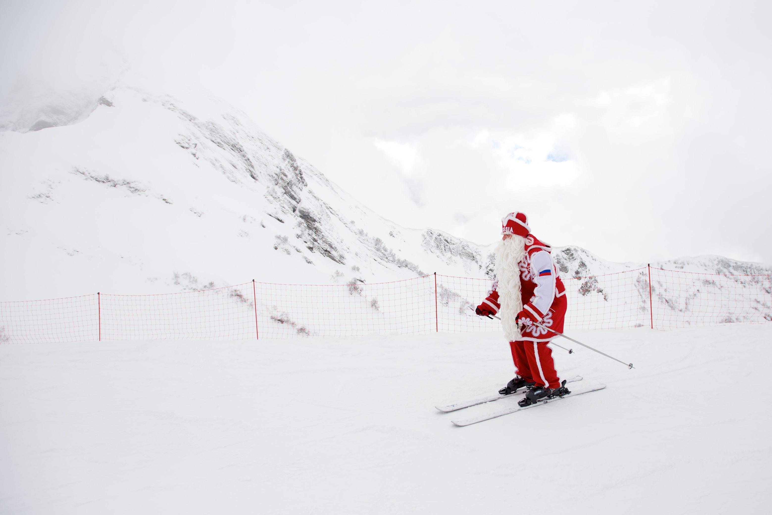 Дед Мороз прокатился на горных лыжах