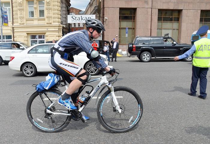 Российским водителям придется уступать дорогу велосипедистам