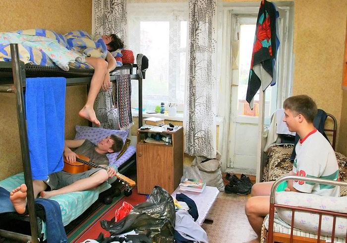 Российские студенты собирают подписи за возможность круглосуточного доступа в общежития