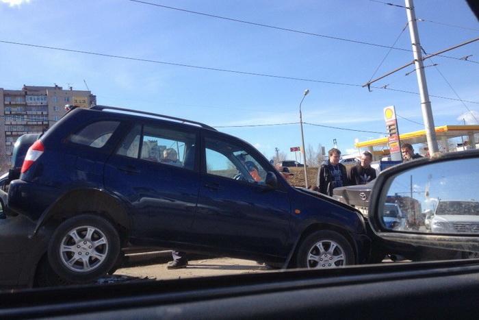 В Череповце столкнулись восемь машин