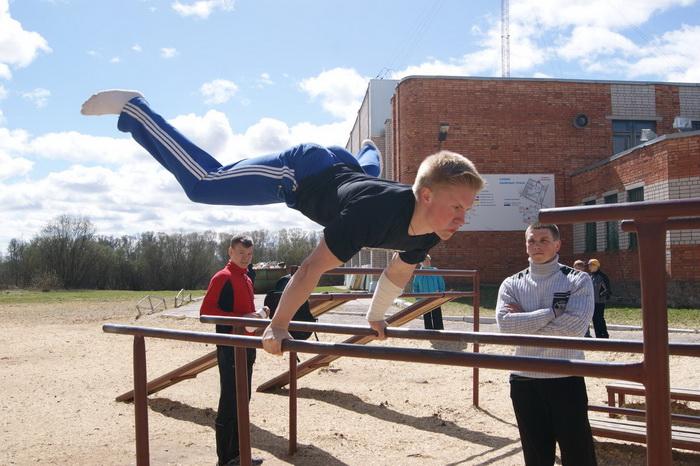 Около ста подростков соревновались в воркауте в Вологде