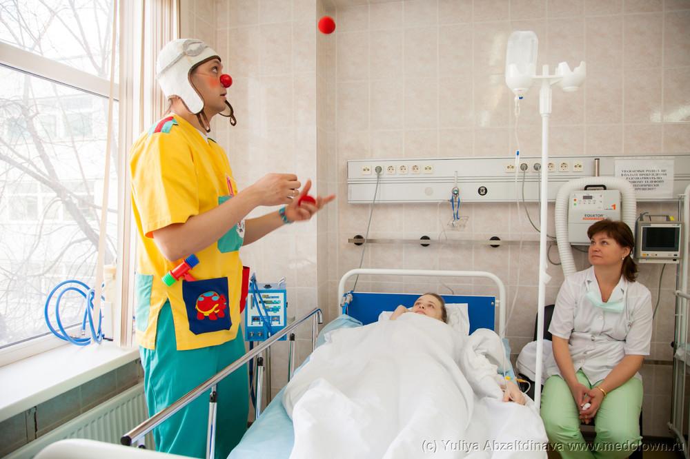 doktor-pristaet-k-patsientu-seks-na-ulitse-snyal-neznakomku-onlayn