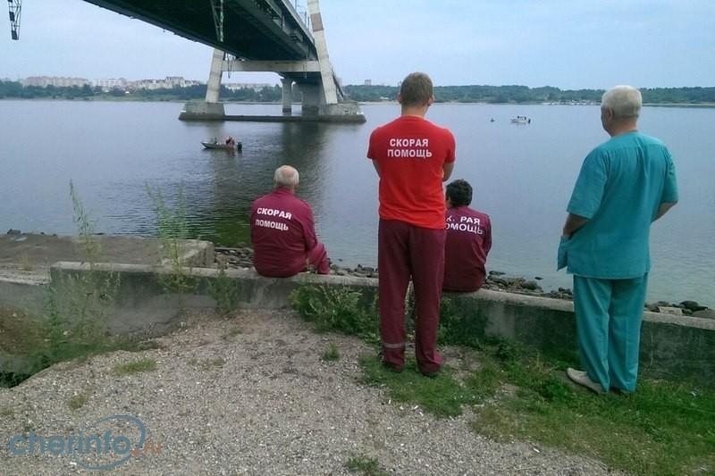 Мужчина спрыгнул с Октябрьского моста в Череповце