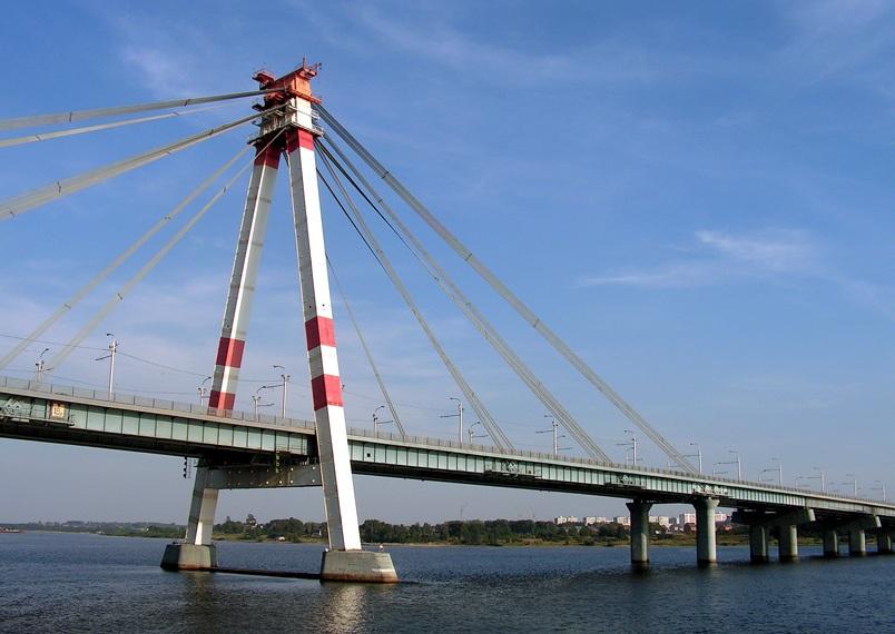 В Череповце ищут знакомых молодого человека, который погиб, спрыгнув с моста на спор