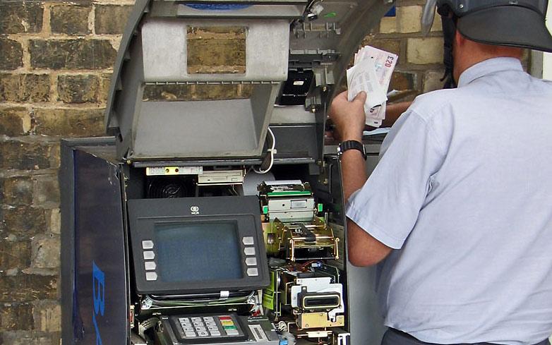 В Вологодской области взломали банкомат: украдено более 400 000 рублей