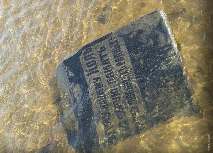 Рыбинское водохранилище настолько обмелело, что там всплыло старое кладбище