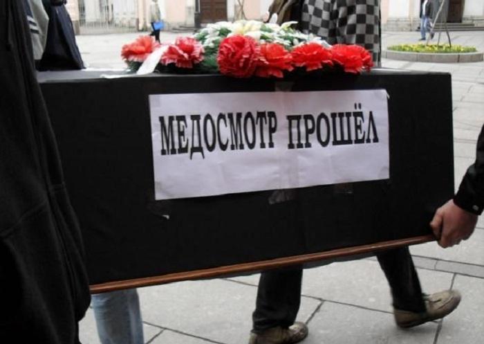 Минстрой предлагает предоставлять гробы и хоронить россиян бесплатно