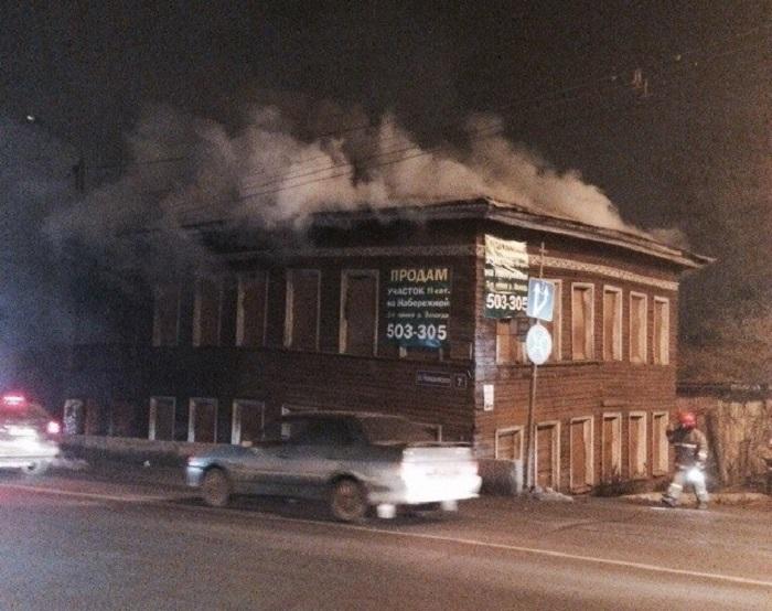 В Вологде снова горит исторический дом на Чернышевского, 2