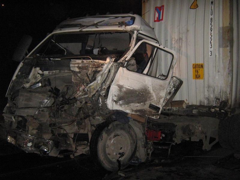 В Череповце два водителя доставлены в больницу после столкновения тягача с КамАЗом
