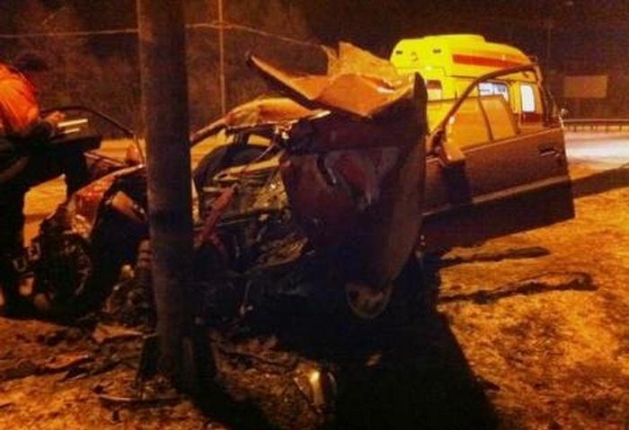 В Вологодской области Опель на летней резине врезался в столб: погиб пассажир