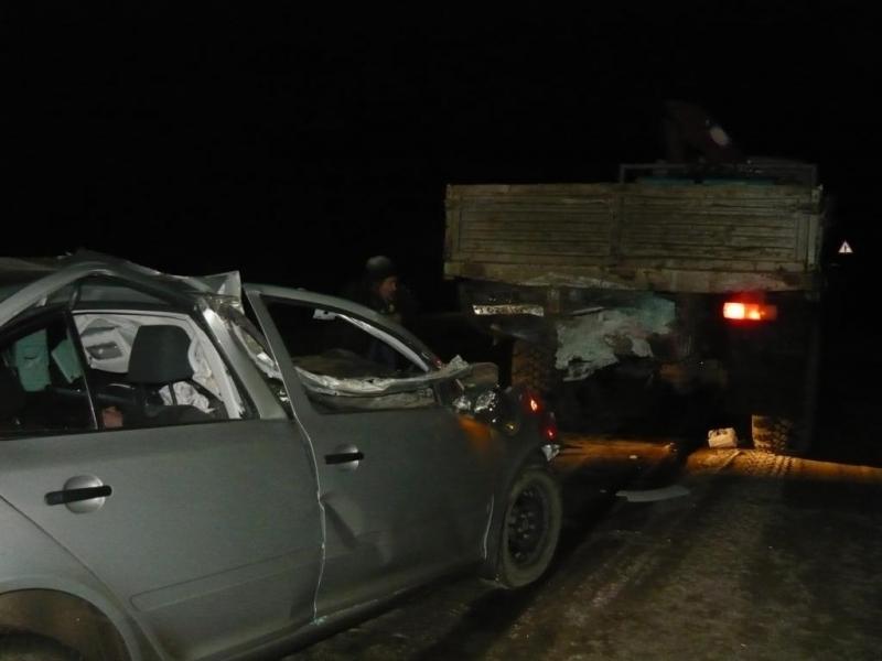 В Вологодской области после ДТП пришлось разрезать иномарку, чтобы извлечь водителя