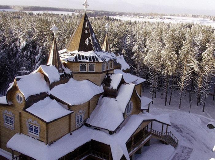 Путешествовать по Вотчине Деда Мороза можно в интернете