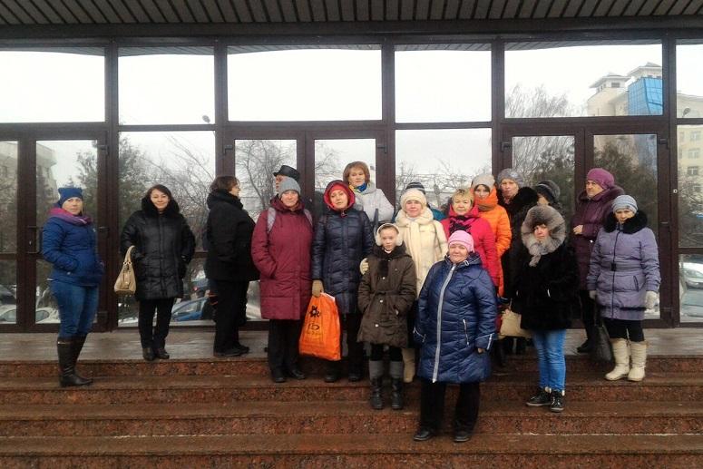 Приемные родители пришли к заксобранию в Вологде, требуя индексировать выплаты на детей