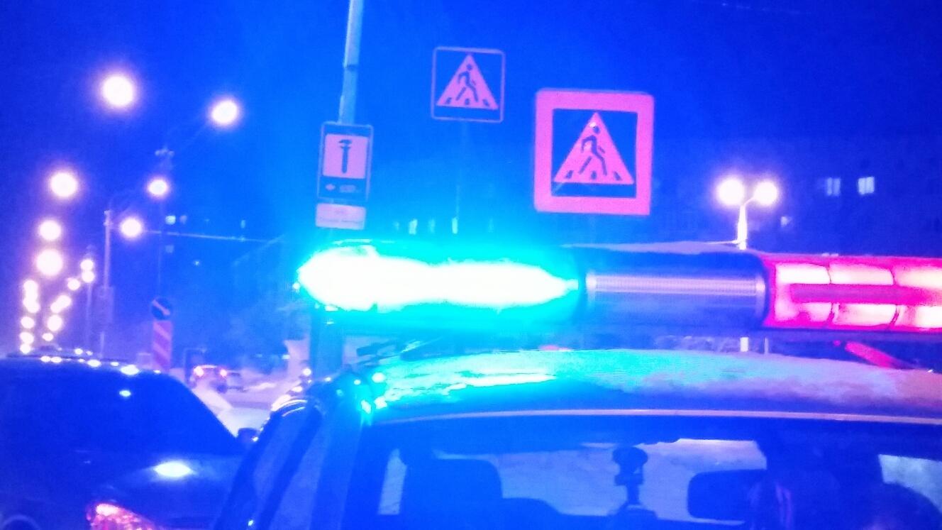 Молодой водитель на тонированной машине сбил двух девушек в Череповце