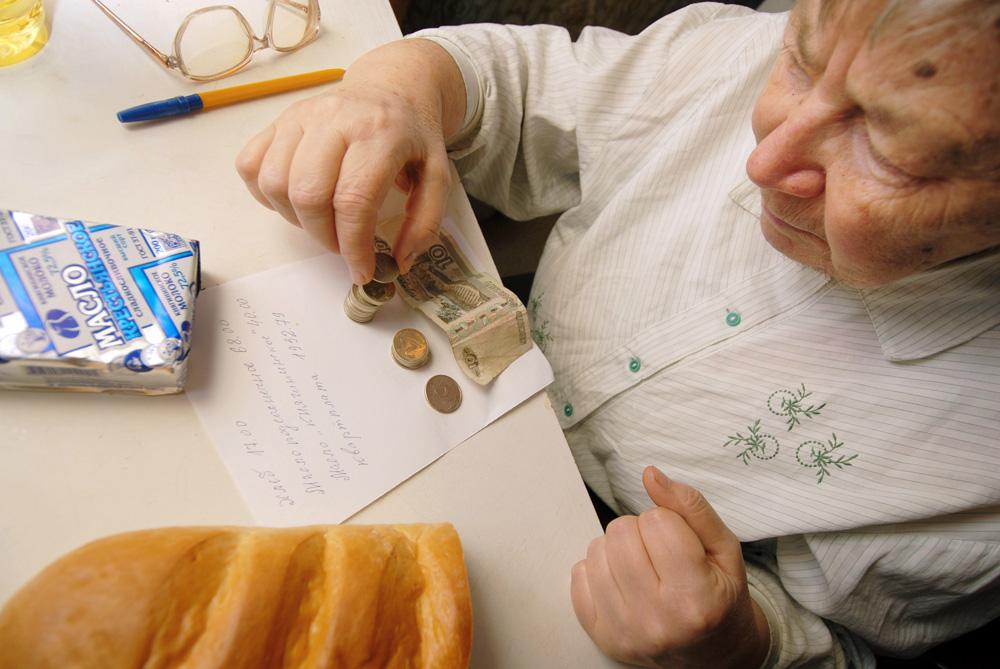 Прожиточный минимум в России сократили на 221 рубль