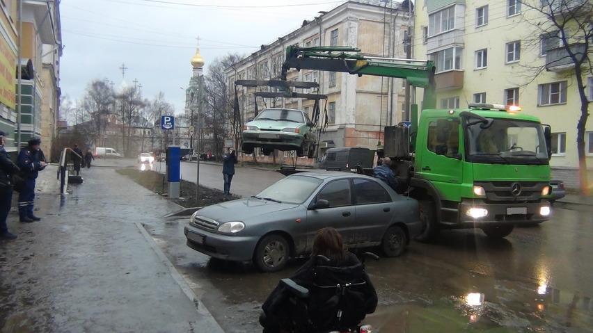 В Вологодской области 40 водителей заплатят штраф за парковку на местах для инвалидов