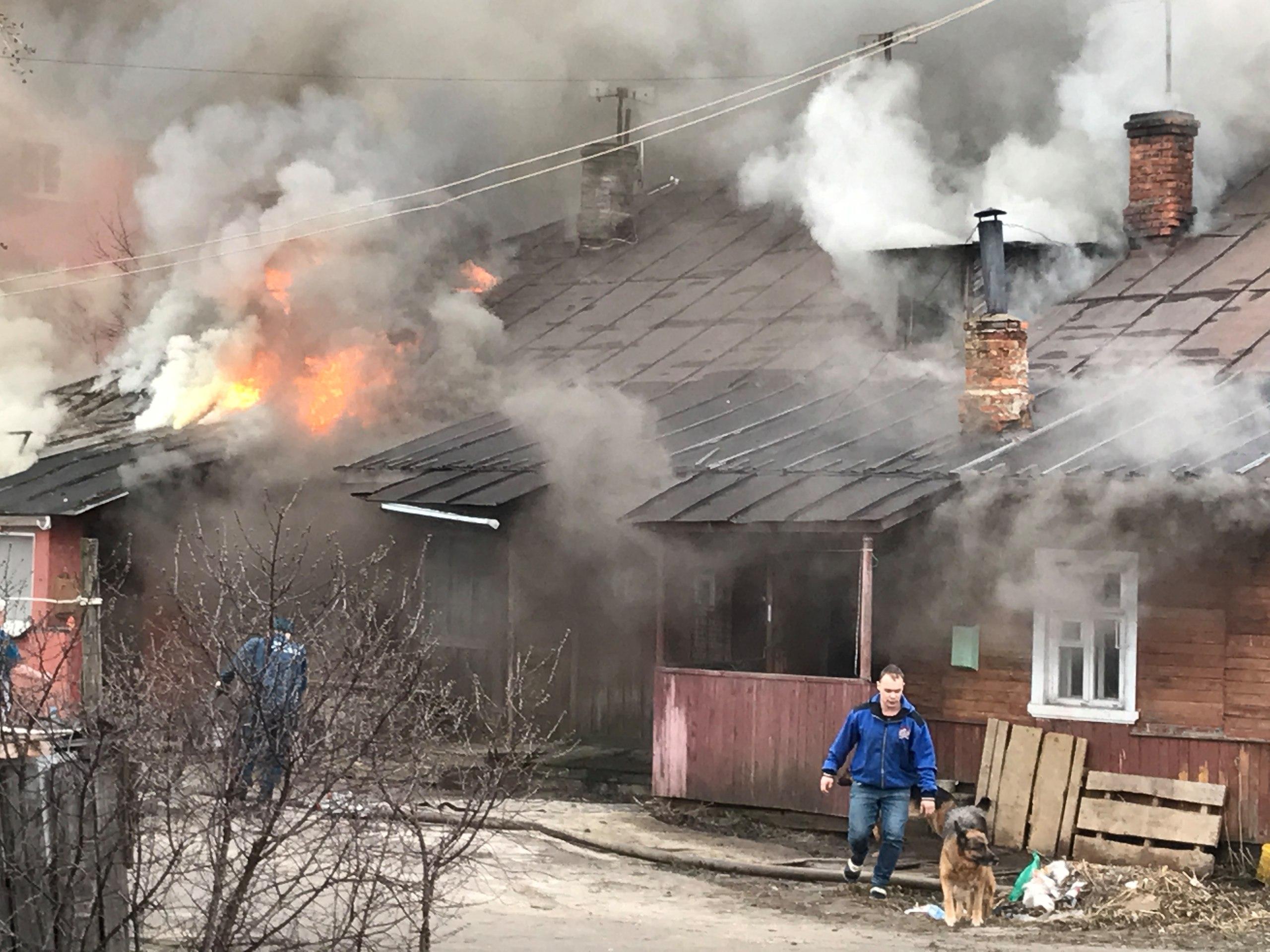 В Вологде во время пожара в аварийном доме погибли два человека