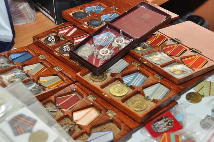 87 икон и 242 ордена и медали обнаружили у скупщика в Череповце
