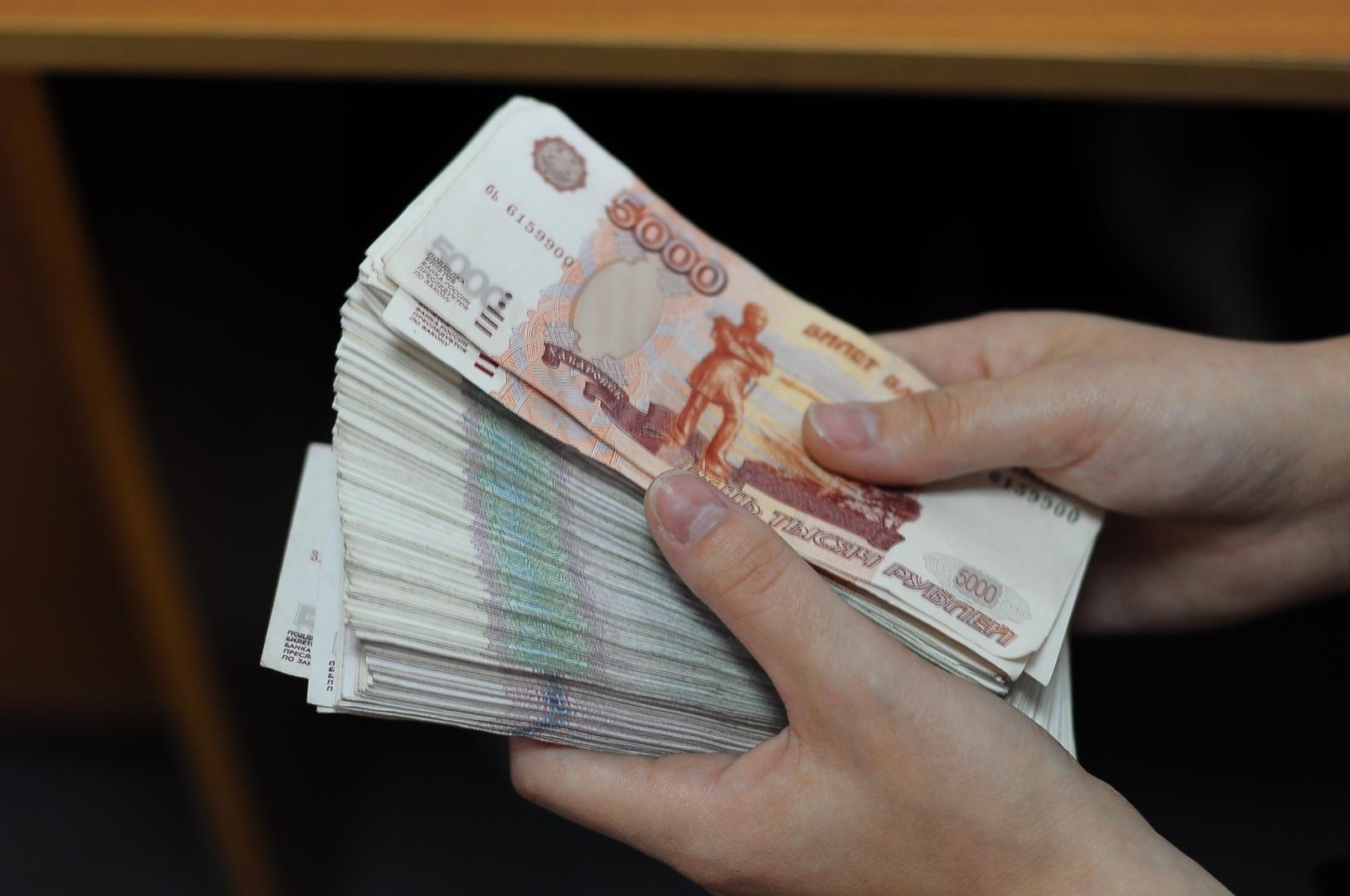 пачка денег фото рубли здания транспорт были