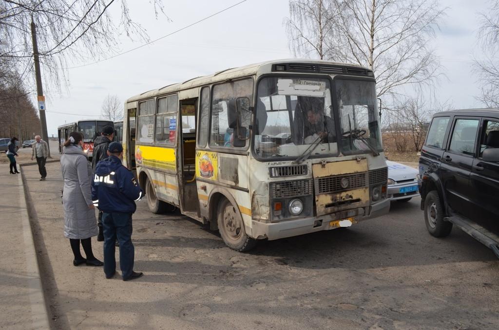 В Вологде приставы арестовали автобус № 45 прямо на остановке