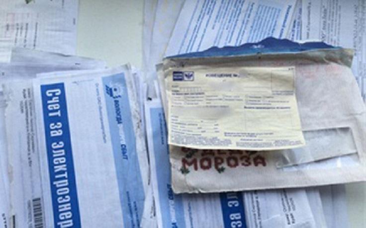 В Череповце почтальон выбросил письма в канаву