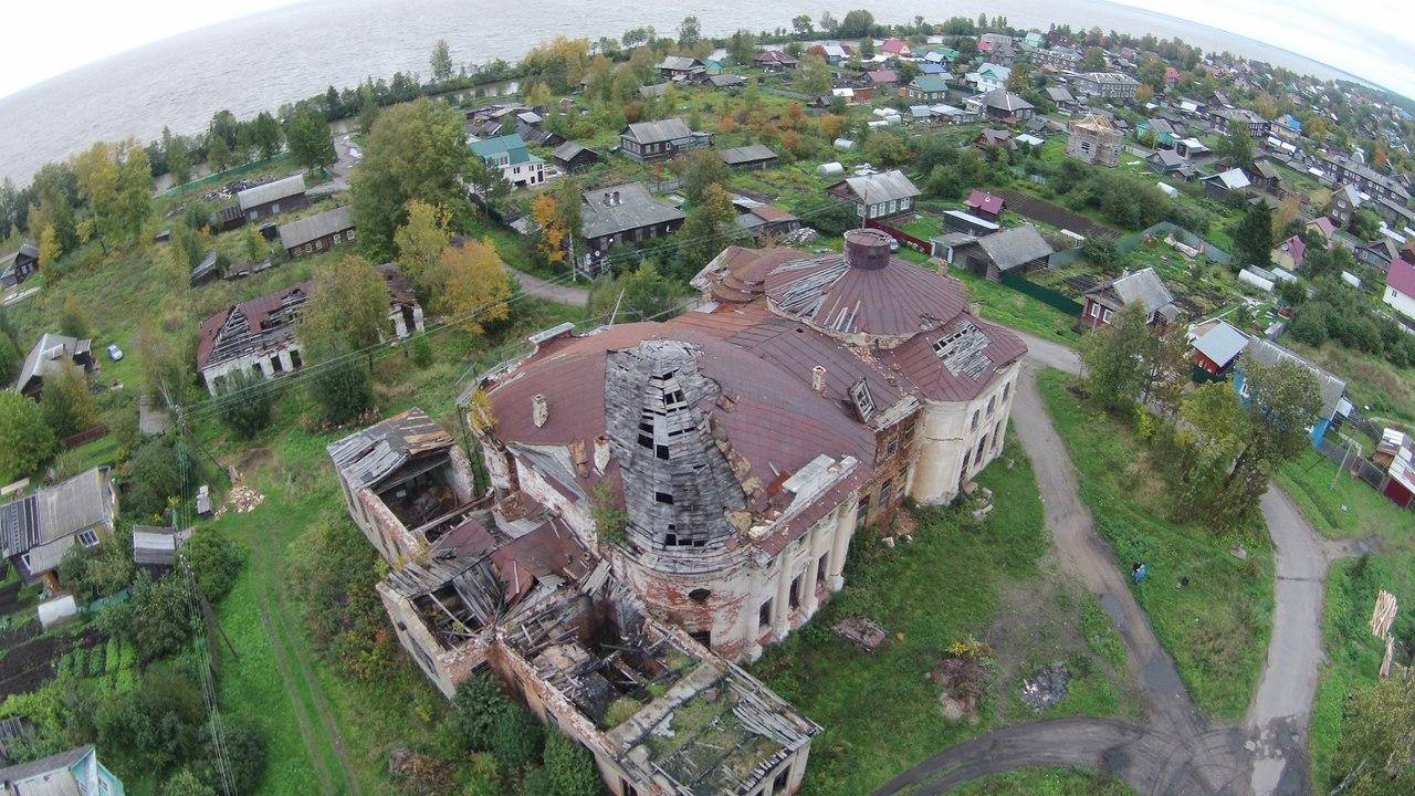 Почти 2 млн рублей выделено на противоаварийные работы баженовской церкви в Белозерске