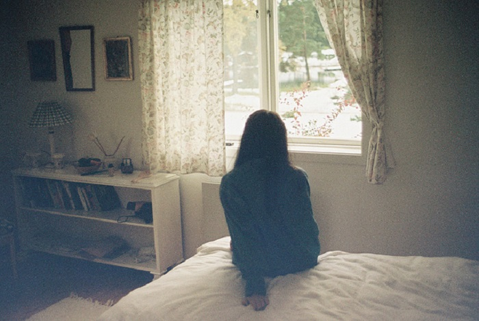девушка без лица фото дома