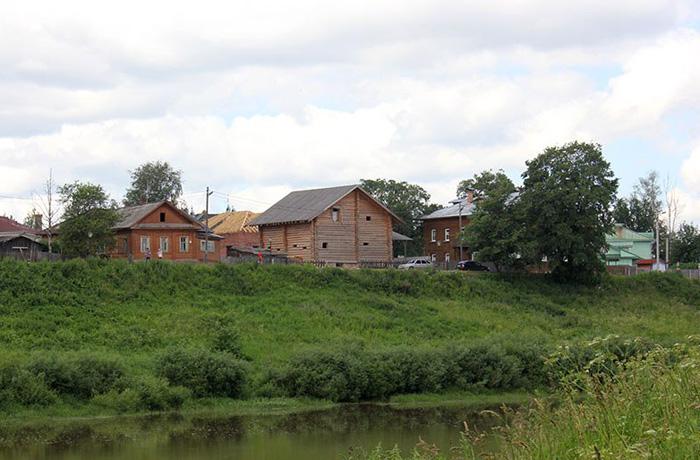 Избу в историческом центре Вологды построили незаконно