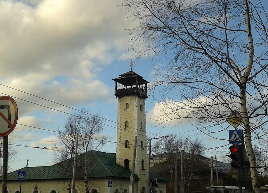 В Вологде загорелась пожарная каланча на Чернышевского