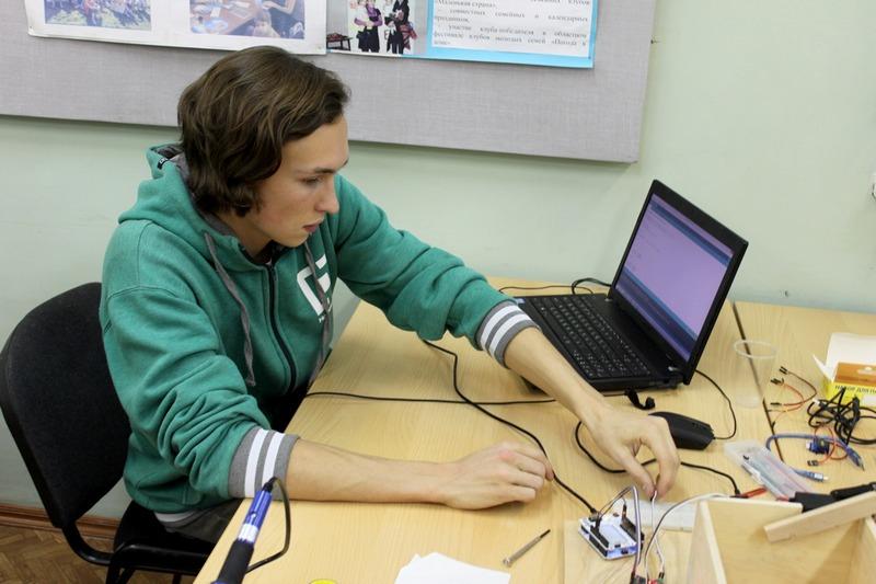 Школьник из Череповца придумал «умную» мусорку, поощряющую раздельный сбор отходов