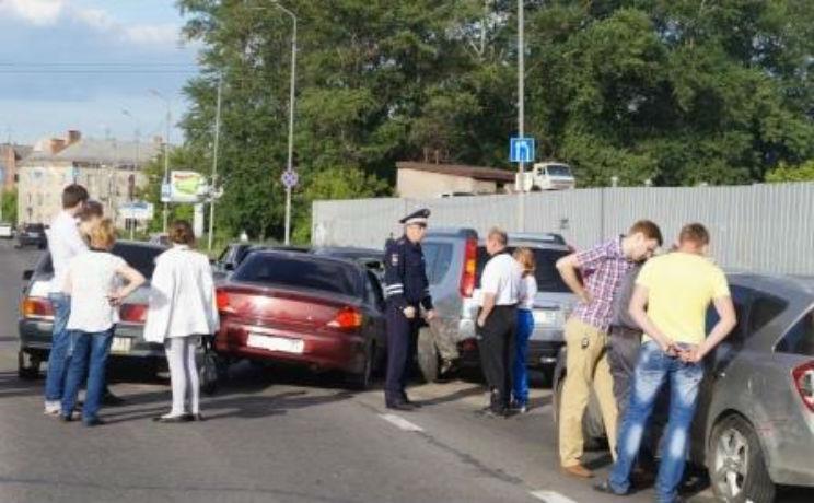 В Череповце 12 машин столкнулись по принципу домино