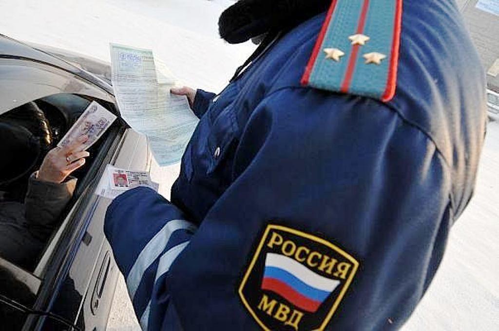 Командира взвода ДПС в Вологде уволят за взятку