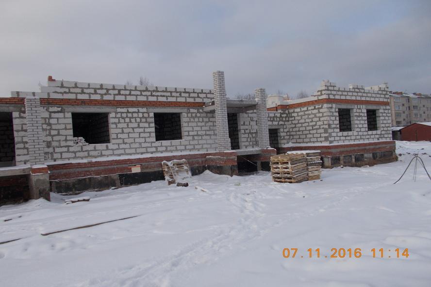 Строительство дома для переселенцев в Кадникове отстает от графика
