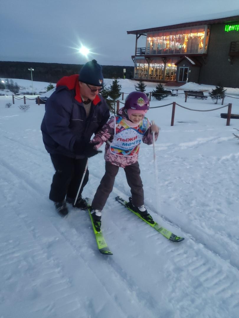 Бесплатные занятия горными лыжами для детей с ограниченными возможностями здоровья проводят в Стризнево
