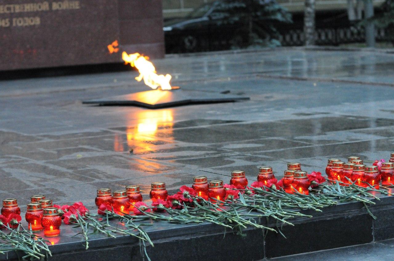 картинки минута молчания свеча памяти должна прежде всего