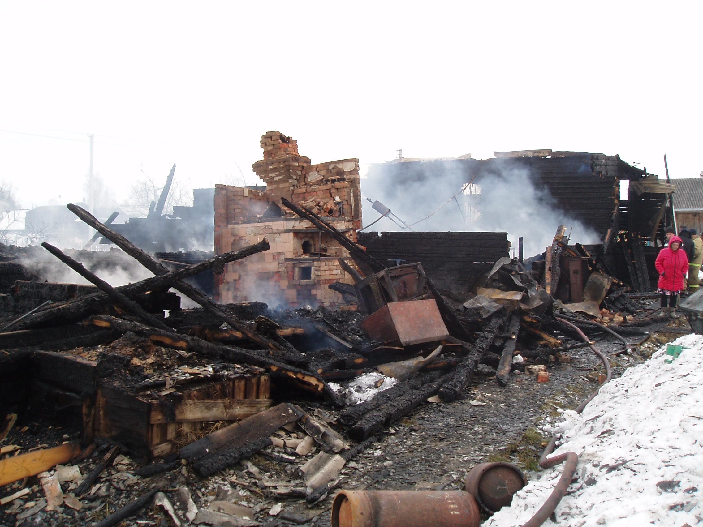 В Харовском районе из-за сигареты сгорел дом: погибла жена курившего мужчины