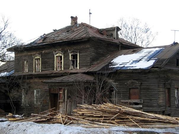 Дом с мезонином на улице Октябрьской, 43а в Вологде выставили на продажу за 1,35 млн. рублей