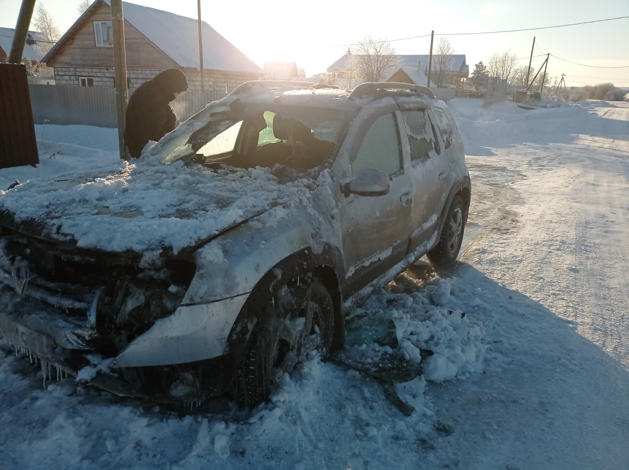 Вологжанин устроил пожар, пытаясь прогреть машину в мороз
