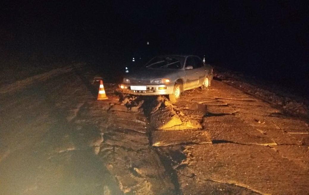 В Устюженском районе водитель «Тойоты» врезался в «неровности на дороге»