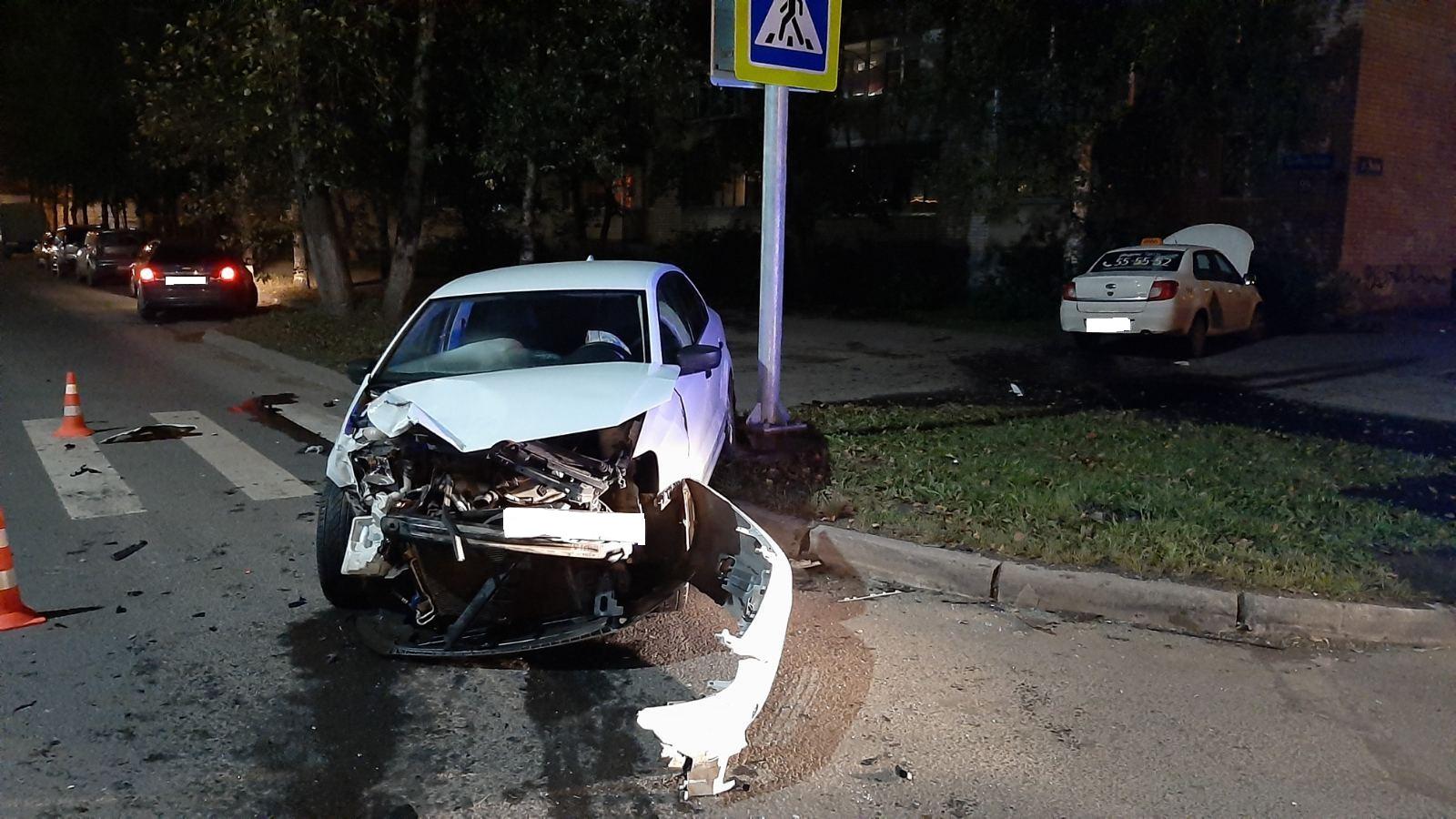 Два человека пострадали встолкновении «Датсуна» и«Фольксвагена» вВологде