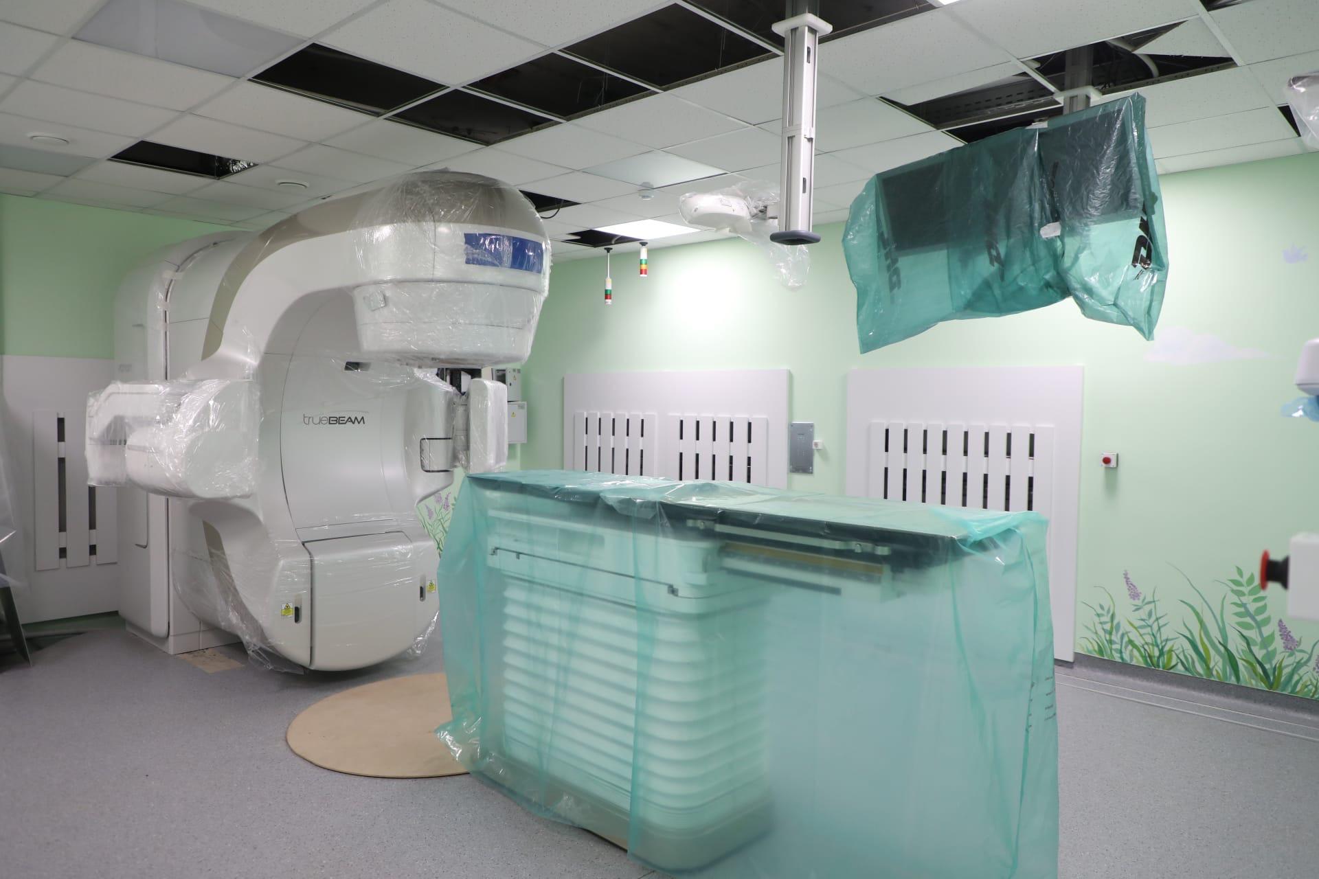 В областной больнице №2 Череповца устанавливают новый комплекс лучевой терапии