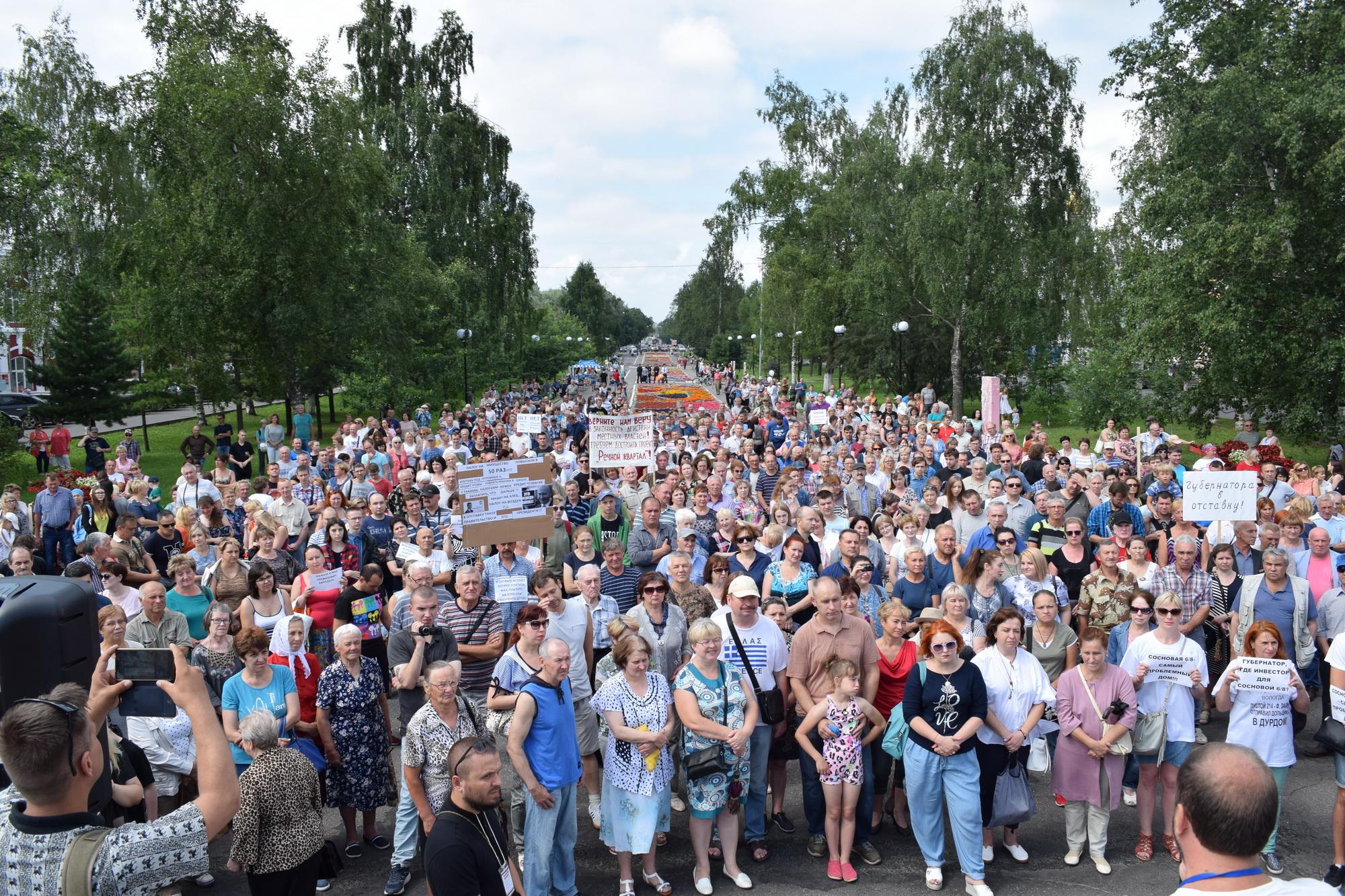 «Давайте мы будем сейчас работать до 65 или 63 и сразу в гроб!». В Вологде прошел еще один митинг против пенсионной реформы